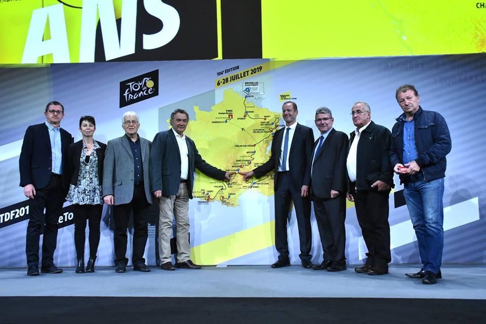 Tour de France 2019 - photos officielle devant la carte