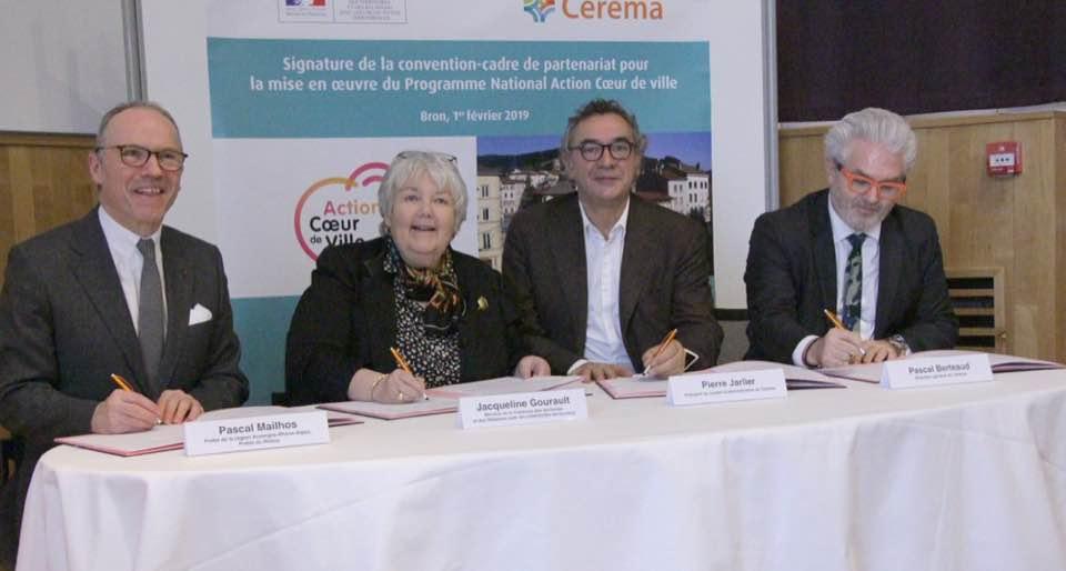 pierre jarlier et jacqueline gourault signe la convention coeur de ville