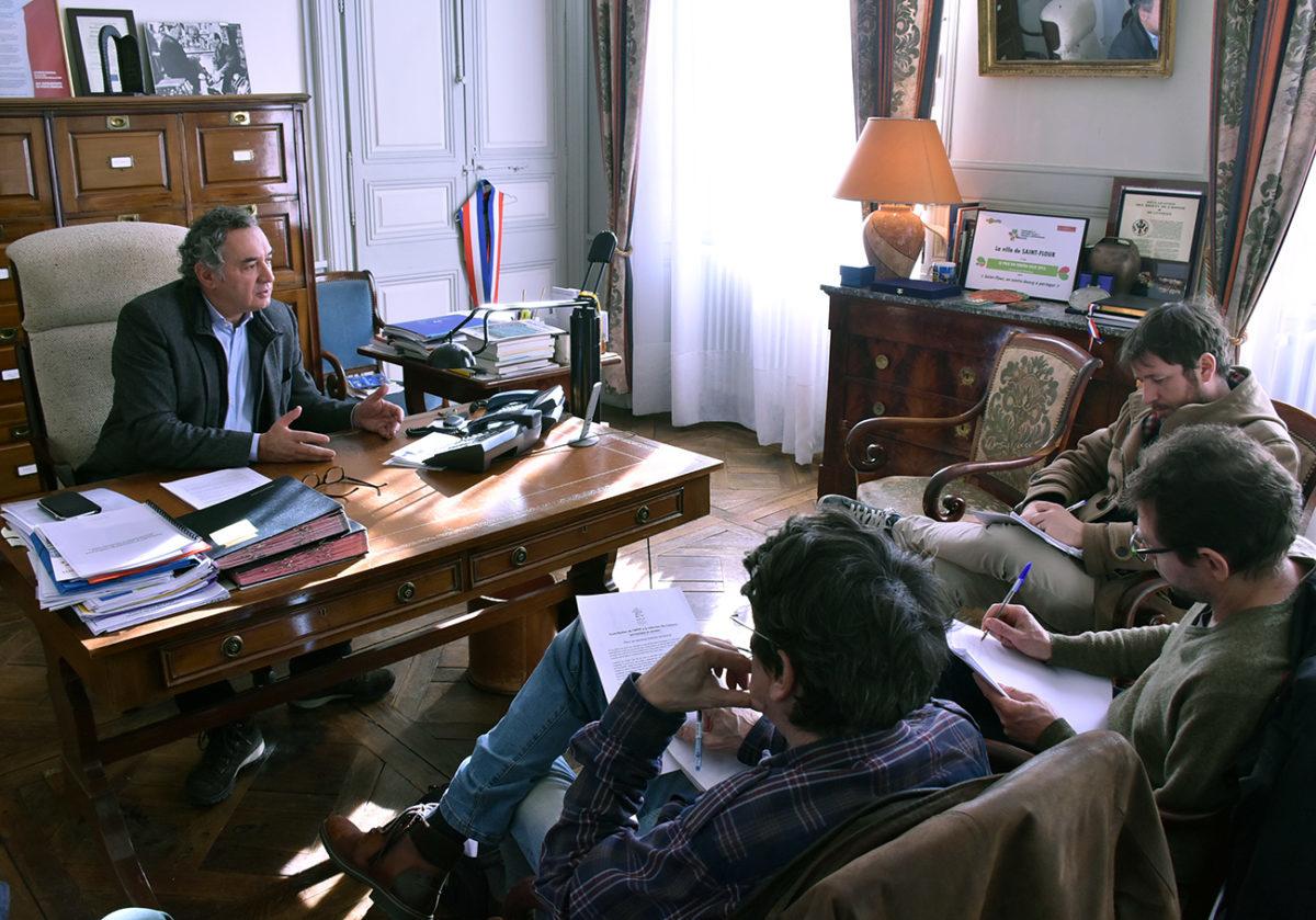 Pierre-jarlier-présente-les-propositions-de-APVF-a-saint-flour-1200x839